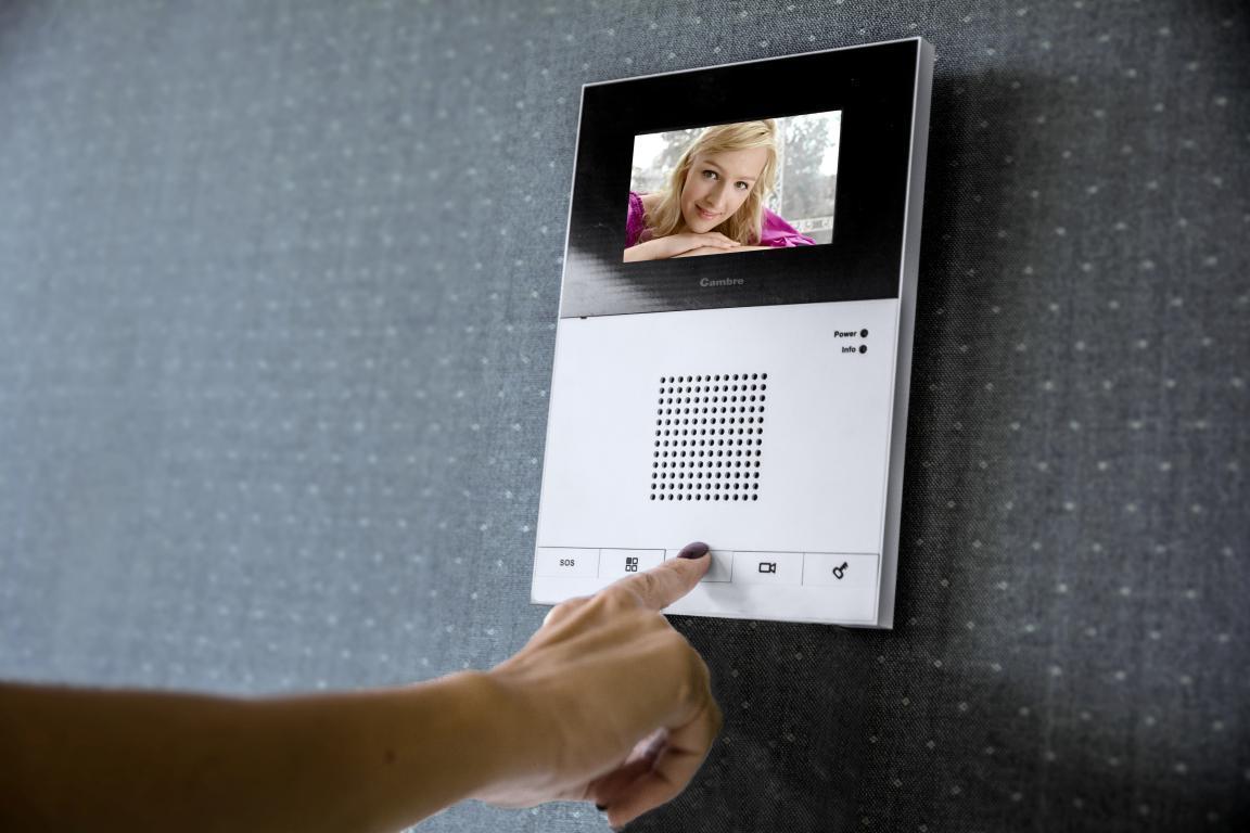 Elegancia y seguridad en tu casa video porteros arqa - Seguridad en tu casa ...
