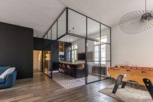 La cocina integrada: una pecera de vidrio y metal, por FV