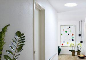 Disfrutá de los cambios de la luz natural con los túneles solares de Velux