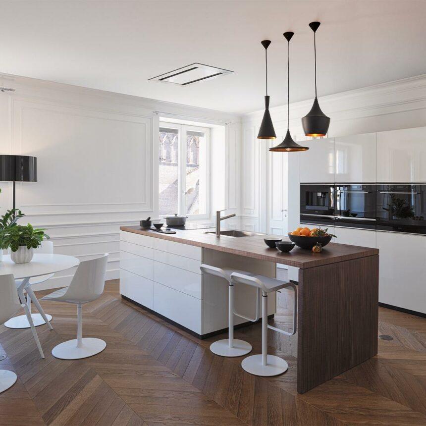Concurso online para la renovación total de un apartamento con vista a Capri, Italia.