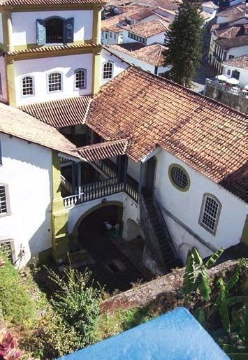 Desde la terraza del Hotel, la casa dos Contos es una referencia inevitable del paisaje arquitectónico de Ouro Preto