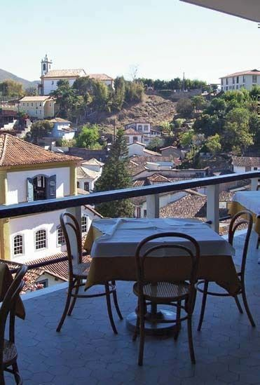 Desde la terraza del restaurante de la ciudad barroca de Ouro Preto queda al servicio de los afortunados concurrentes del hotel