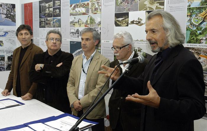 1. M Jurado, R Converti, E Cordeyro, C Sallaberry y Manuel Cuadra -al micrófono-