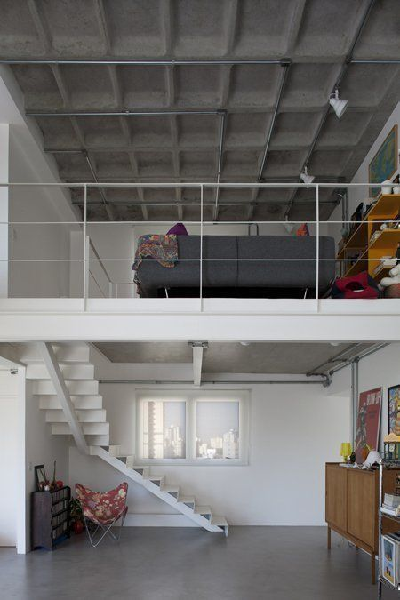 Staircase and mezzanine from the double-height living room space / 2010 © photo@leonardofinotti.com