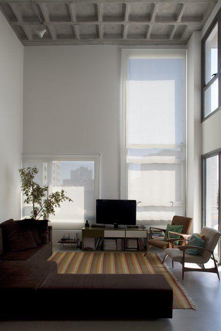 Double-height living room space / 2010 © photo@leonardofinotti.com