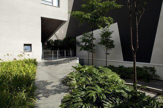 View of the entrance elevated platform / 2010 ©  photo@leonardofinotti.com