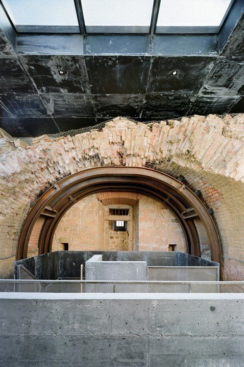 View of the stairs and lift ending in the ancient powder magazine (Alessandra Chemollo)