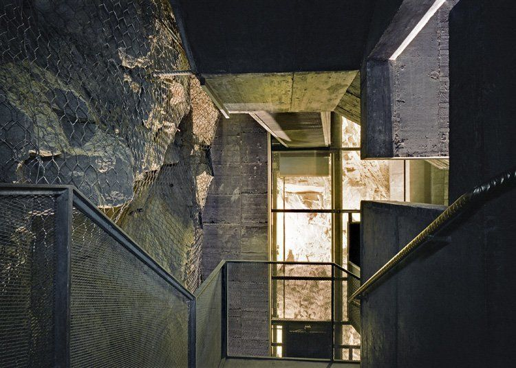 Detail of the suspended walkway connecting the existing building (Alessandra Chemollo)