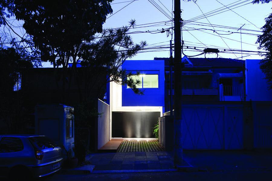 Crítica CASA 4x30 Premio VIII BIAU dentro de las 26 mejores obras  de la arquitectura y el urbanismo iberoamericanos