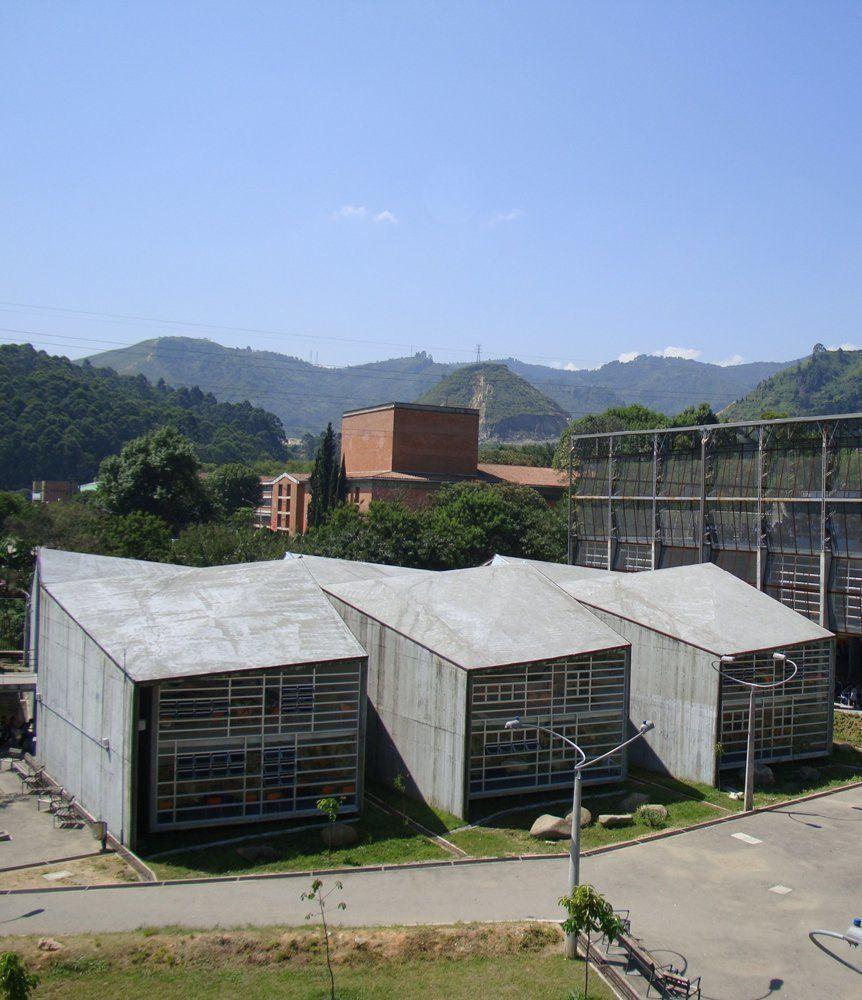 Colegio las mercedes for Plantas de colegios arquitectura