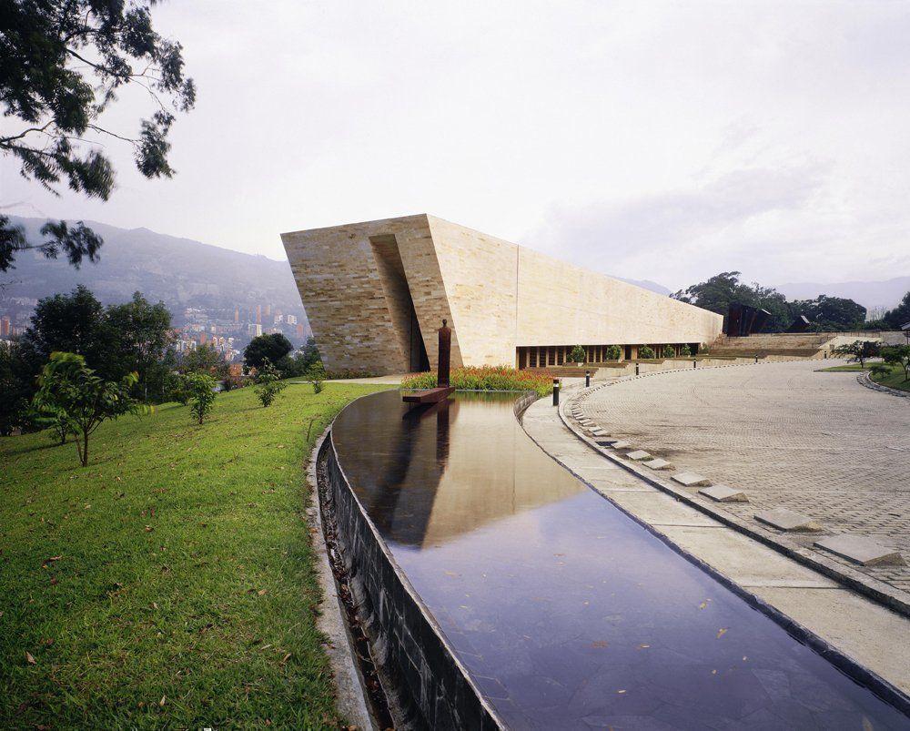 Templo de las cenizas y crematorio for Capillas de velacion jardin de los pinos
