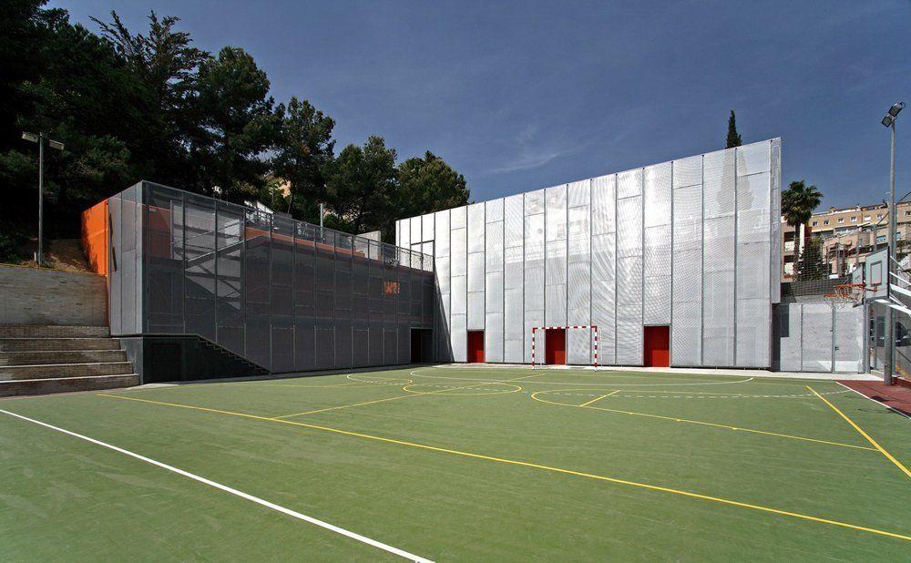 Nuevo gimnasio en el ceip canig en barcelona arqa - Gimnasio espana industrial ...
