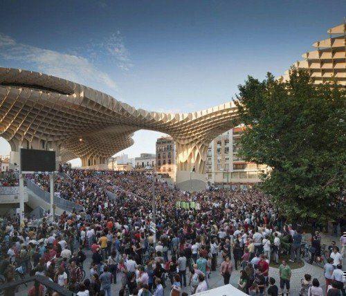 Manifestación en la plaza de la Encarnación de Sevilla