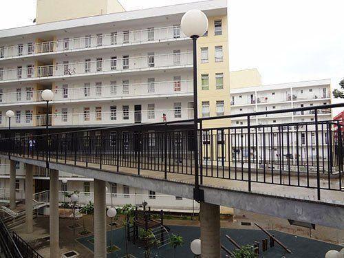 Vista de las pasarelas de conexión entre los edificios y los patios interiores.