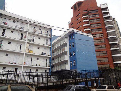 Relación entre las fachadas y la calle. A la derecha, el límite con los edifícios de las clases de altos ingresos.