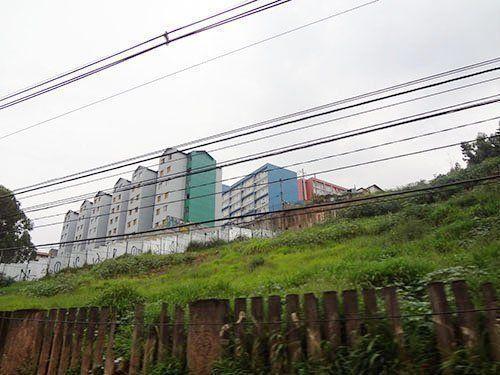 Barriadas del Real Parque. Vista desde la Avenida Marginal del Río Pinheiros – São Paulo. El contraste de padrones de los diversos programas de viviendas, realizados en distintas gestiones.