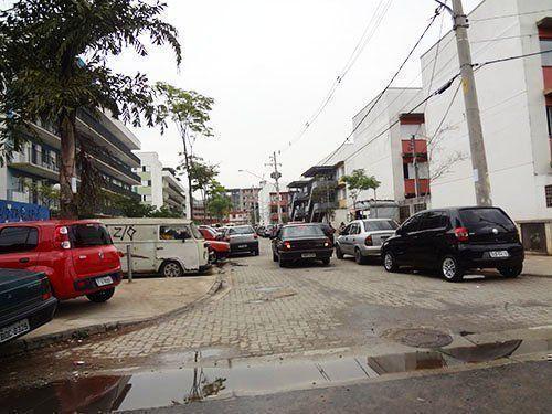 La ausencia de espacios de transición entre las edificaciones y los espacios públicos.