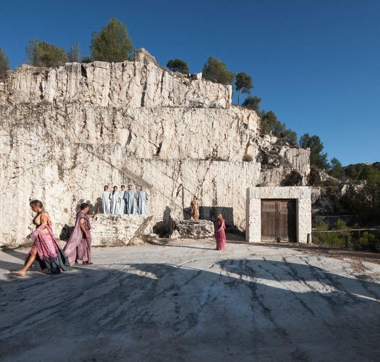 Escenograf a de la tragedia griega de medea en una cantera for Marmol significado
