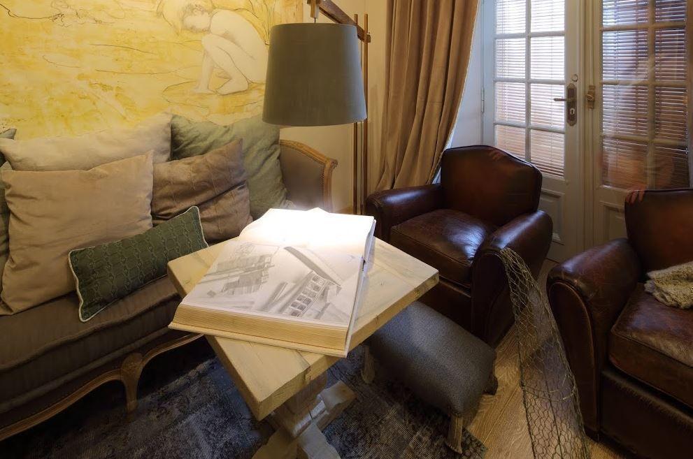 Espacio living casa foa 2014 arqa for Muebles abadia