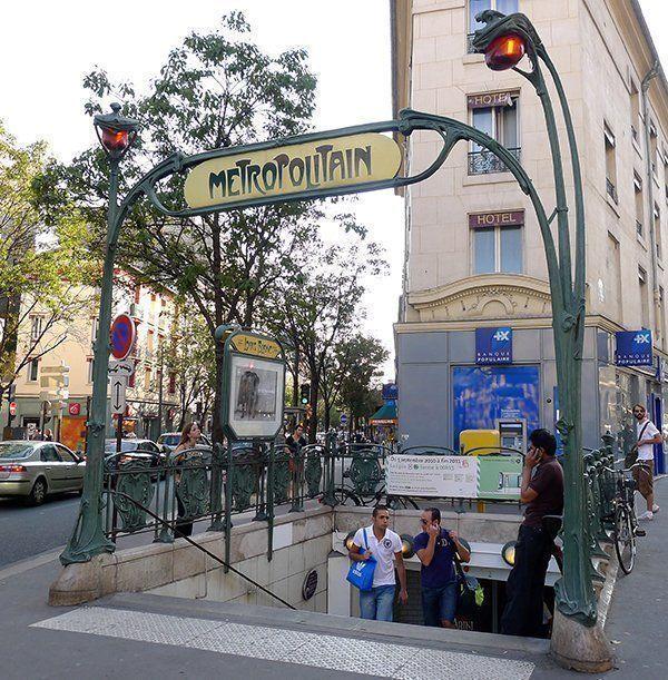 Édicule_Guimard_de_la_station_Louis_Blanc_75010_Paris