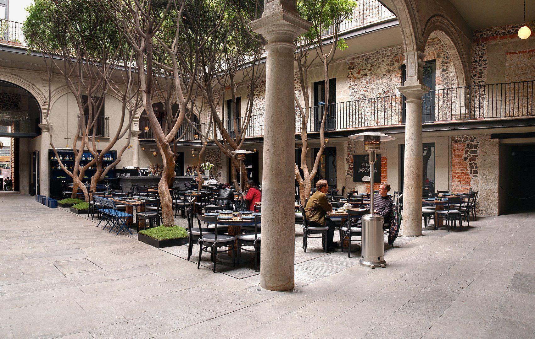 Restaurante consagrado en un escenario lleno de historia for Restaurante arquitectura