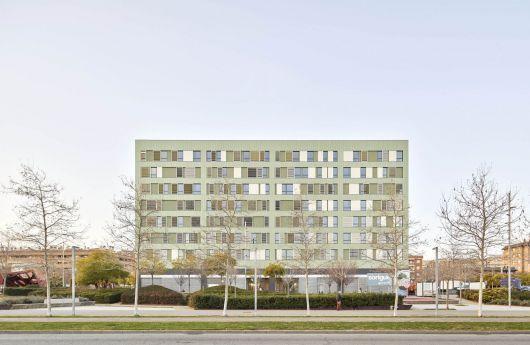 ARQA - Edificio de viviendas mixtas