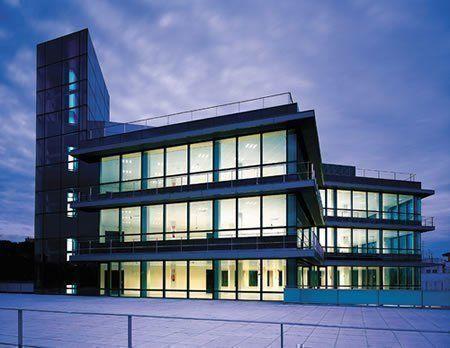 Arqa fachada de technal en un edificio de oficinas en madrid for Fachadas para oficinas