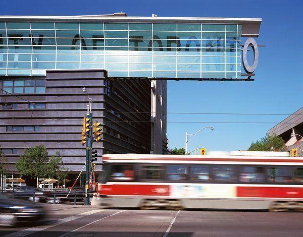 - Edificio de viviendas para estudiantes - Universidad de Toronto
